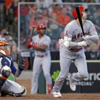 Shohei Ohtani helps lift Angels to win with eighth-inning home run