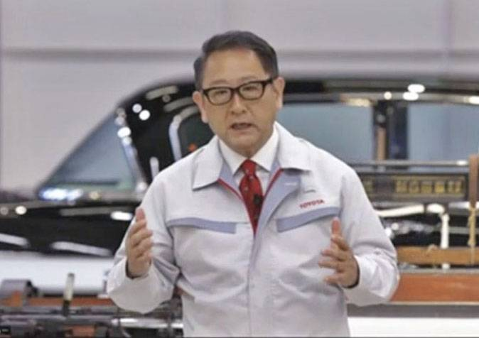 Akio Toyoda, president of Toyota Motor Corp., speaks in an online ceremony for new employees on April 1. Toyota will increase its the proportion of software engineers among its hiring intake next spring. | KYODO