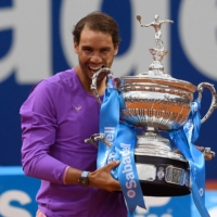 Rafael Nadal celebrates with the trophy after winning the Barcelona Open on Sunday. | AFP-JIJI
