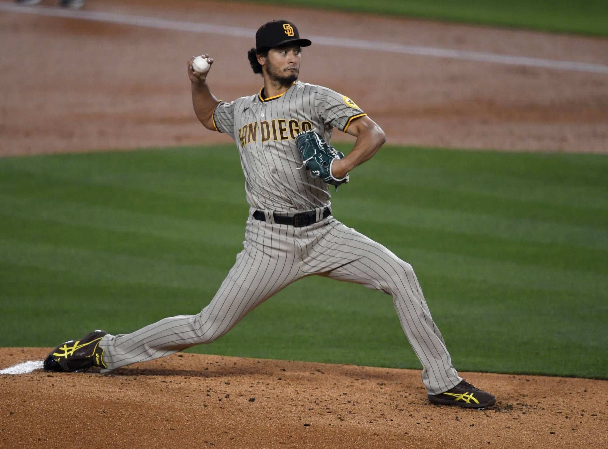 San Diego Padres starting pitcher Yu Darvish pitches in a game late last month against the Los Angeles Dodgers.  | USA TODAY SPORTS / VIA REUTERS