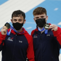 Britain's Tom Daley (left) and Matthew Lee pose with their gold medals after winning the men's synchronized 10m platform final at the Diving World Cup on Saturday. | REUTERS