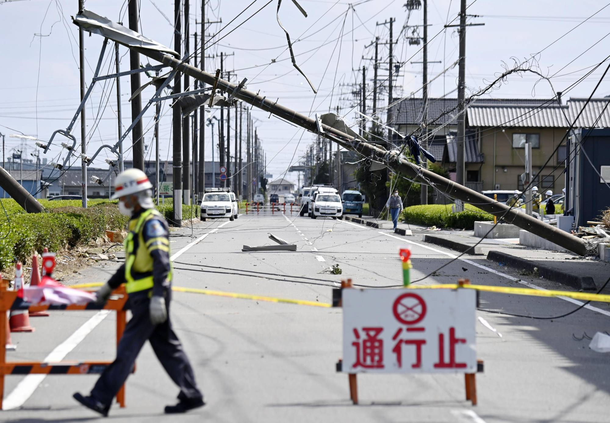 Meteorological authorities said they are investigating the possibility of tornadoes after building roofs were torn off, glass windows shattered and cars thrown on their sides in Makinohara, Shizuoka Prefecture. | KYODO