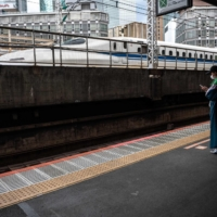 Japan to promote relocations outside of Tokyo without changing jobs