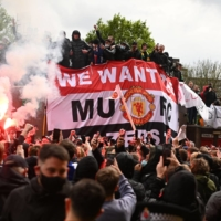 Manchester United fans protest outside of Old Trafford in Manchester, England, on Sunday. | AFP-JIJI