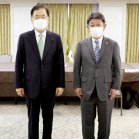 Japan and South Korea foreign ministers meet but remain apart on key issues