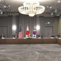 Foreign Minister Toshimitsu Motegi, U.S. Secretary of State Antony Blinken and South Korea's Foreign Minister Chung Eui-yong take part in a trilateral meeting on the sidelines of the G7 foreign ministers meeting in London on Wednesday.   POOL / VIA KYODO