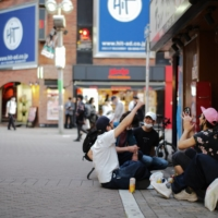 With Tokyo bars and restaurants closed, drinkers take to the streets