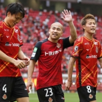 Grampus scrambles past Cerezo with Yutaka Yoshida's fortunate goal