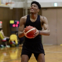 Rui Hachimura practices free throws during a training camp in Nagoya in 2019. | KAZ NAGATSUKA