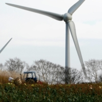 Japan weighs raising share of low-carbon power sources to 60%