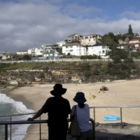 A neighborhood near the beach in the Tamarama suburb of Sydney. The return of expat Australians is helping to fire up the property market.   BLOOMBERG