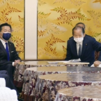 Ruling and opposition party executives meet in Tokyo to discuss handling of a controversial immigration bill on Tuesday.  | KYODO
