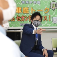 Masato Matsuo, director at the Kyushu branch of 'Second Chance!', interacts with young offenders during a discussion meeting at the Fukuoka Juvenile Reformatory in March 2021. | KYODO