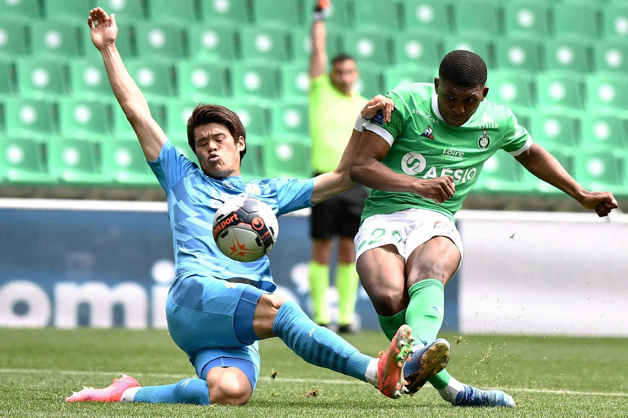 Hiroki Sakai (left) is expected to return to Japan after announcing his departure from French outfit Marseille.   AFP-JIJI