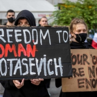 Belarusians living in Poland and Poles supporting them protest the detention of Roman Protasevich during a demonstration in front of the European Commission office in Warsaw on Monday.    AFP-JIJI