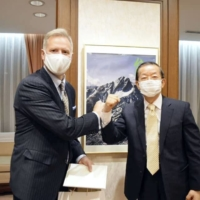 Frank Hseih (right), who heads the Taipei Economic and Cultural Representative Office in Japan, meets with U.S. Embassy Charge d'affaires Joseph Young on Monday in Tokyo in this photo posted on Hseih's Facebook page. | KYODO