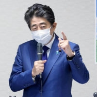 Abe cites four senior lawmakers as possible candidates to succeed Suga