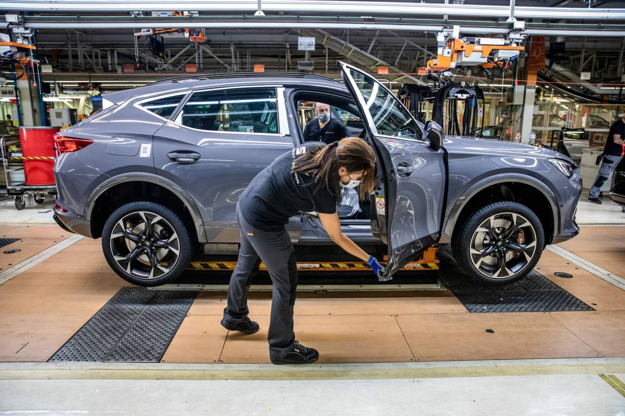 For most of its history, the industry has relied on a distinct approach to buying car parts, procuring components from suppliers right at the moment they're needed.    BLOOMBERG