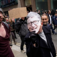An anti-lockdown protester wears a mask of Microsoft founder Bill Gates during a march against ongoing COVID-19 restrictions, in central London on March 20. | AFP-JIJI