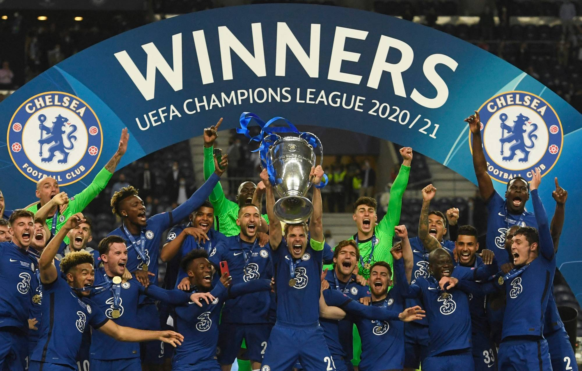 Chelsea players celebrate after beating Manchester City to win the Champions League final on Saturday in Porto, Portugal. | POOL / VIA AFP-JIJI