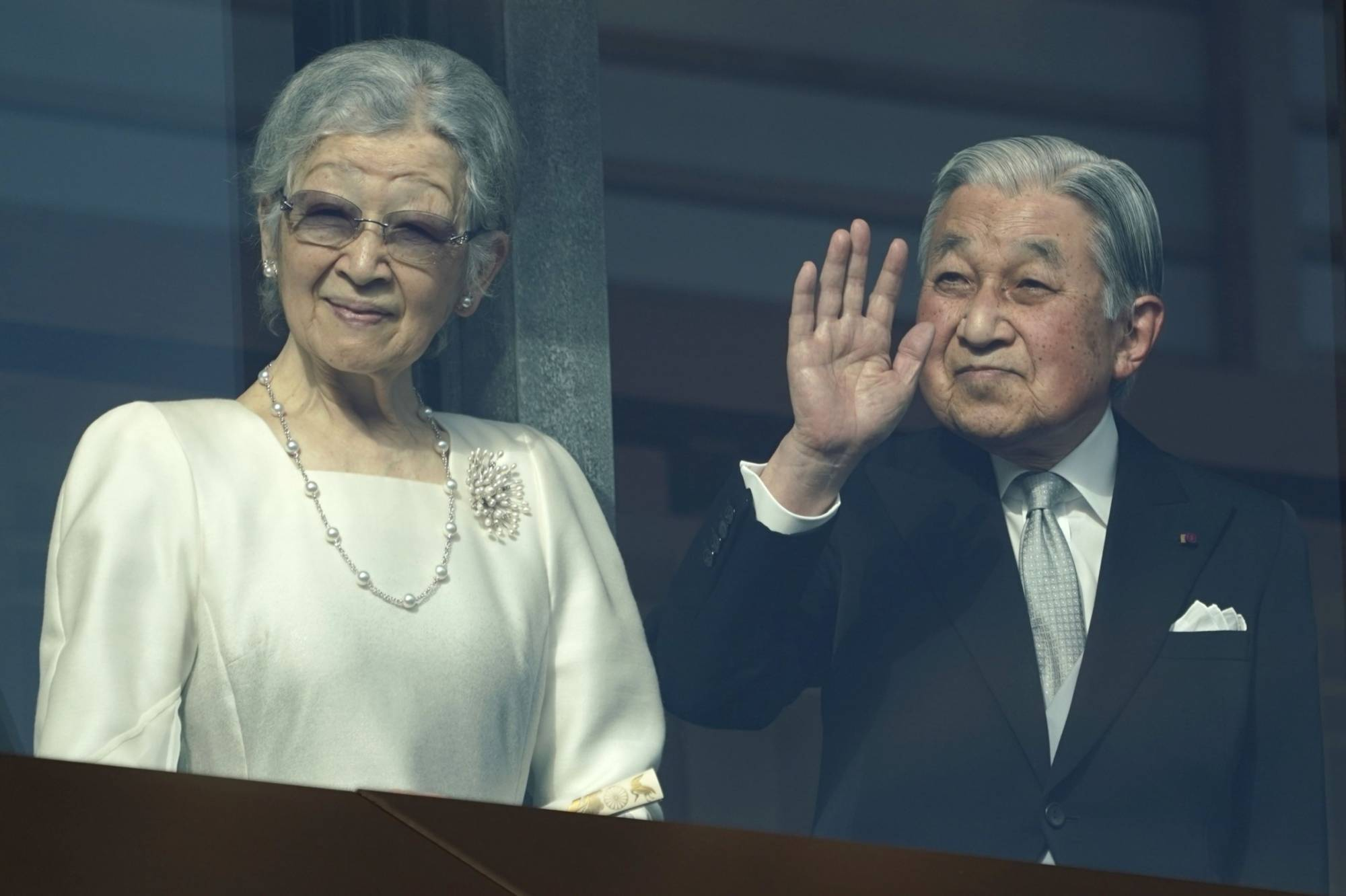 Emperor Emeritus Akihito waves to members of the public as Empress Emerita Michiko looks on during the New Year's appearance by the imperial family at the Imperial Palace in Tokyo on Jan. 2, 2020.   BLOOMBERG