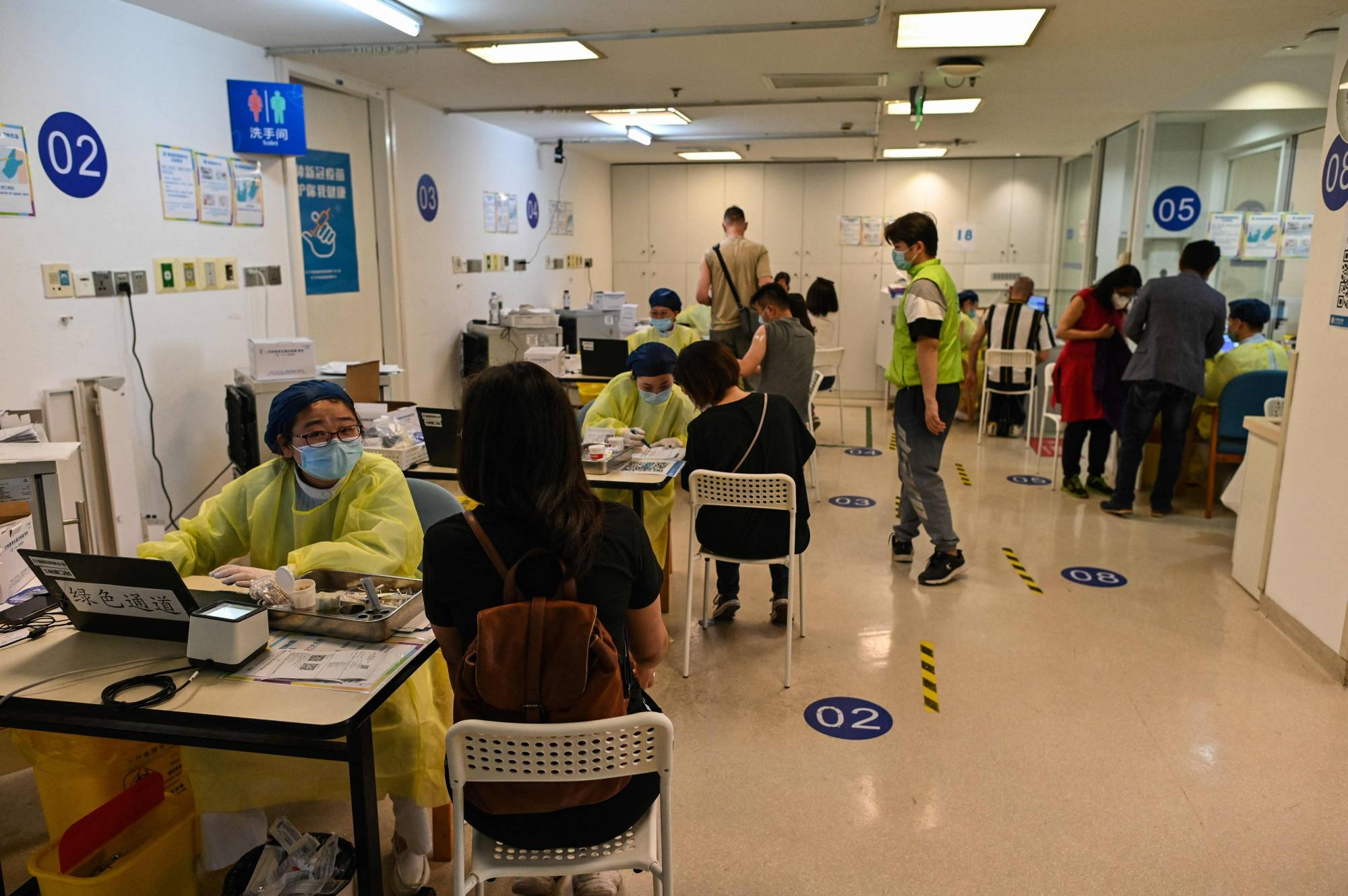 People visit Shanghai's Tongren Hospital to receive a COVID-19 vaccine on May 8.    AFP-JIJI