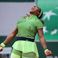 Serena Williams survives scare to advance at French Open