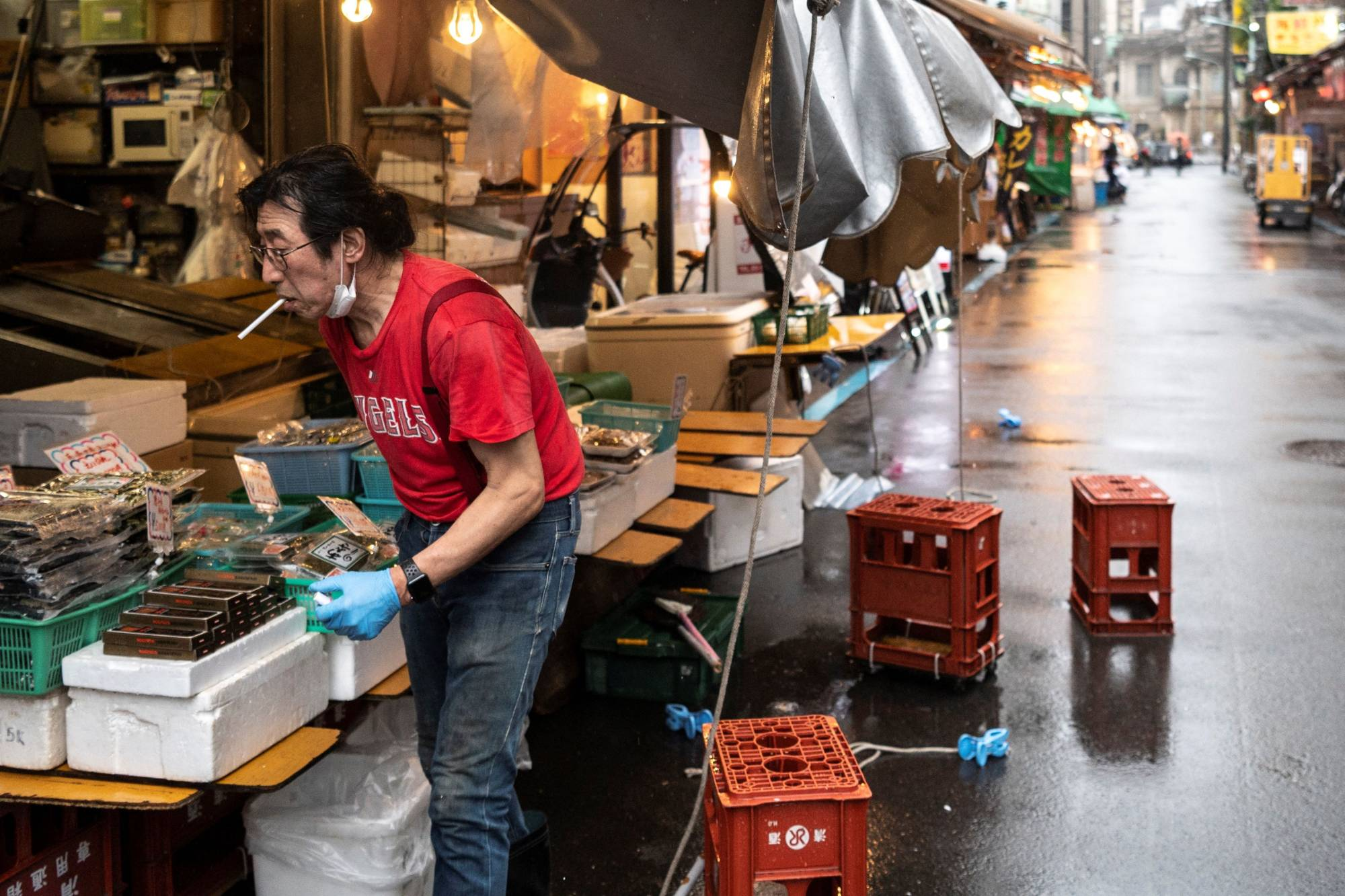 Japan's business sentiment diffusion index dropped 0.8 point from April to 37.5, partly reflecting the extension and expansion of the government's third COVID-19 state of emergency, according to the Teikoku Databank Ltd. survey. | AFP-JIJI