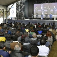 Fans watch a live screening of the Pyeongchang Olympics, held in South Korea in February 2018, at Inokashira Park in Tokyo. | KYODO