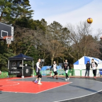 Visitors play 3x3 basketball during a event to experience the sport at Inokashira Park in Tokyo, arranged to coincide with the Pyeongchang Olympics in South Korea in February 2018. | KYODO