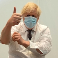 British Prime Minister Boris Johnson gives a thumbs up after receiving his second shot of the AstraZeneca COVID-19 vaccine at the Francis Crick Institute in London on Thursday. | POOL / VIA AFP-JIJI