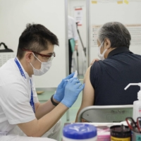 Immunologist Akiko Iwasaki has been critical of the slow pace of Japan's COVID-19 vaccine rollout.   POOL / VIA AFP-JIJI