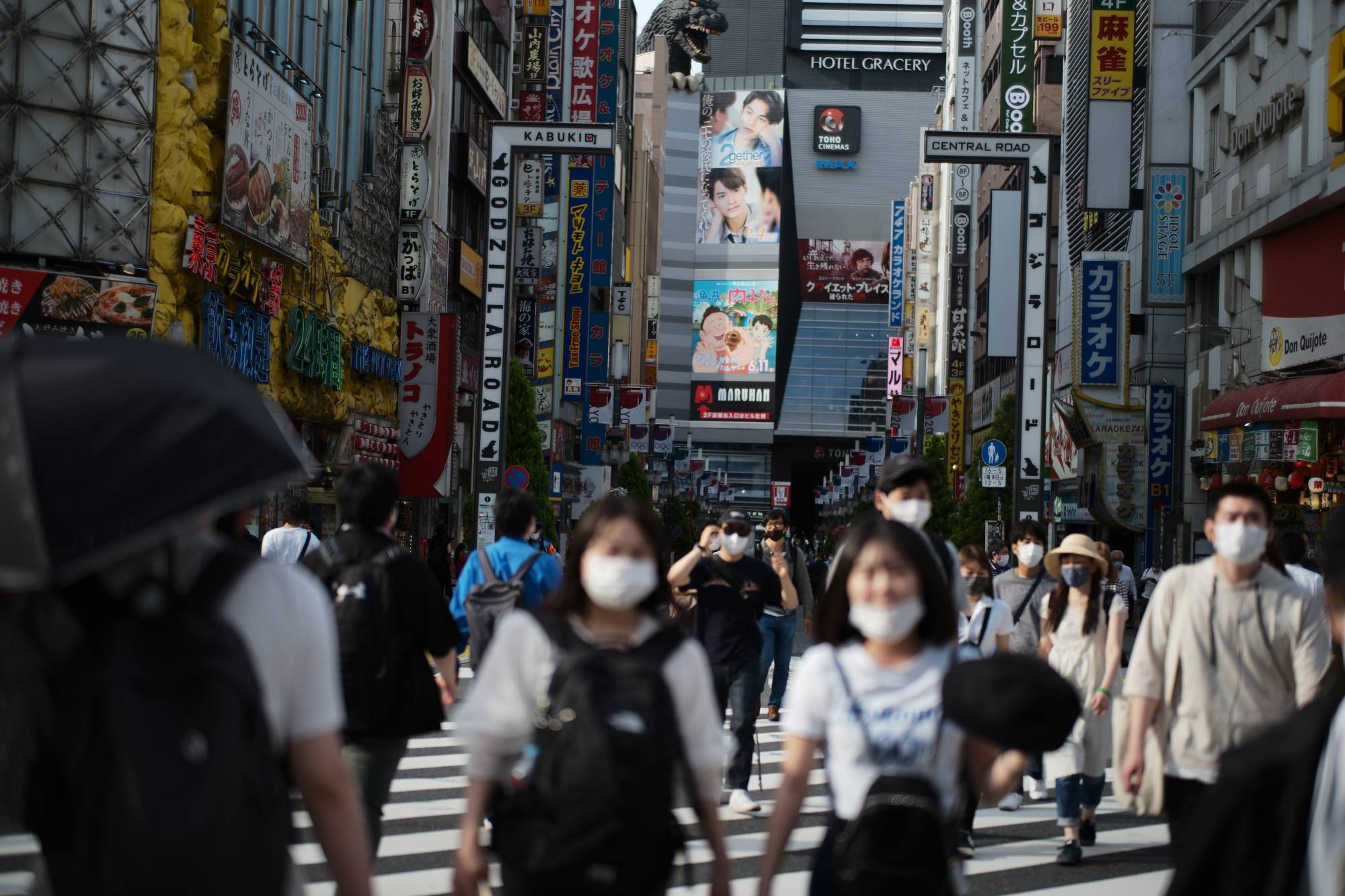 Shinjuku Ward in Tokyo on Friday. Shinjuku is planning to prioritize residents in their 20s and 30s for its mass inoculation plan. | RYUSEI TAKAHASHI