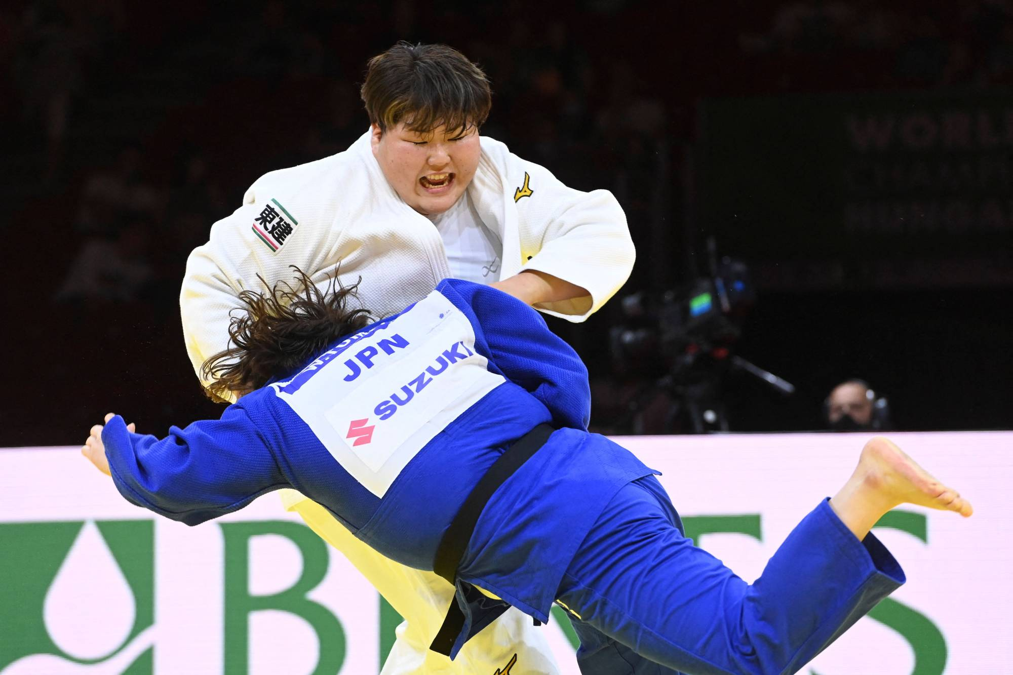 Sara Asahina (white) fights Wakaba Tomita in the women's over-78-kg category at the 2021 Judo World Championships on Saturday in Budapest. | AFP-JIJI