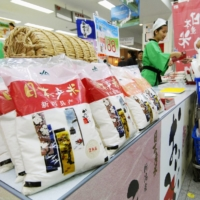 Dealers have partnered with Chinese companies to promote high-priced, high-quality rice against the backdrop of the Japanese food boom in China. | Kyodo News
