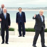 Prime Minister Yoshihide Suga stands with other Group of Seven leaders in Cornwall, England, on Sunday. | POOL / VIA KYODO