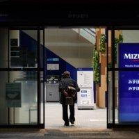 11 Mizuho executives take pay cuts over system failures