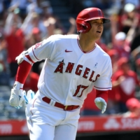 Shohei Ohtani moves into tie for MLB home run lead during Angels' loss