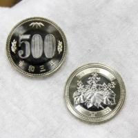 Newly designed ¥500 coins   KYODO