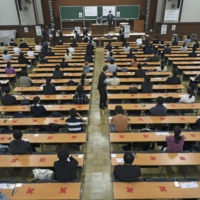 Japan panel negative about using private English tests for unified university exam