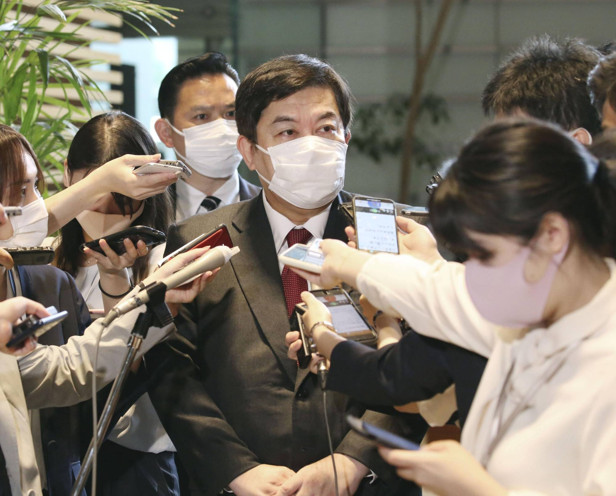 Yasufumi Tanahashi speaks to reporters at the Prime Minister's Office on Friday. | KYODO