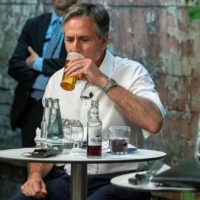 U.S. Secretary of State Antony Blinken (left) and German Foreign Minister Heiko Maas enjoy a glass of beer during an event at Claerchens Ballhaus in Berlin on Thursday.  | POOL / VIA REUTERS