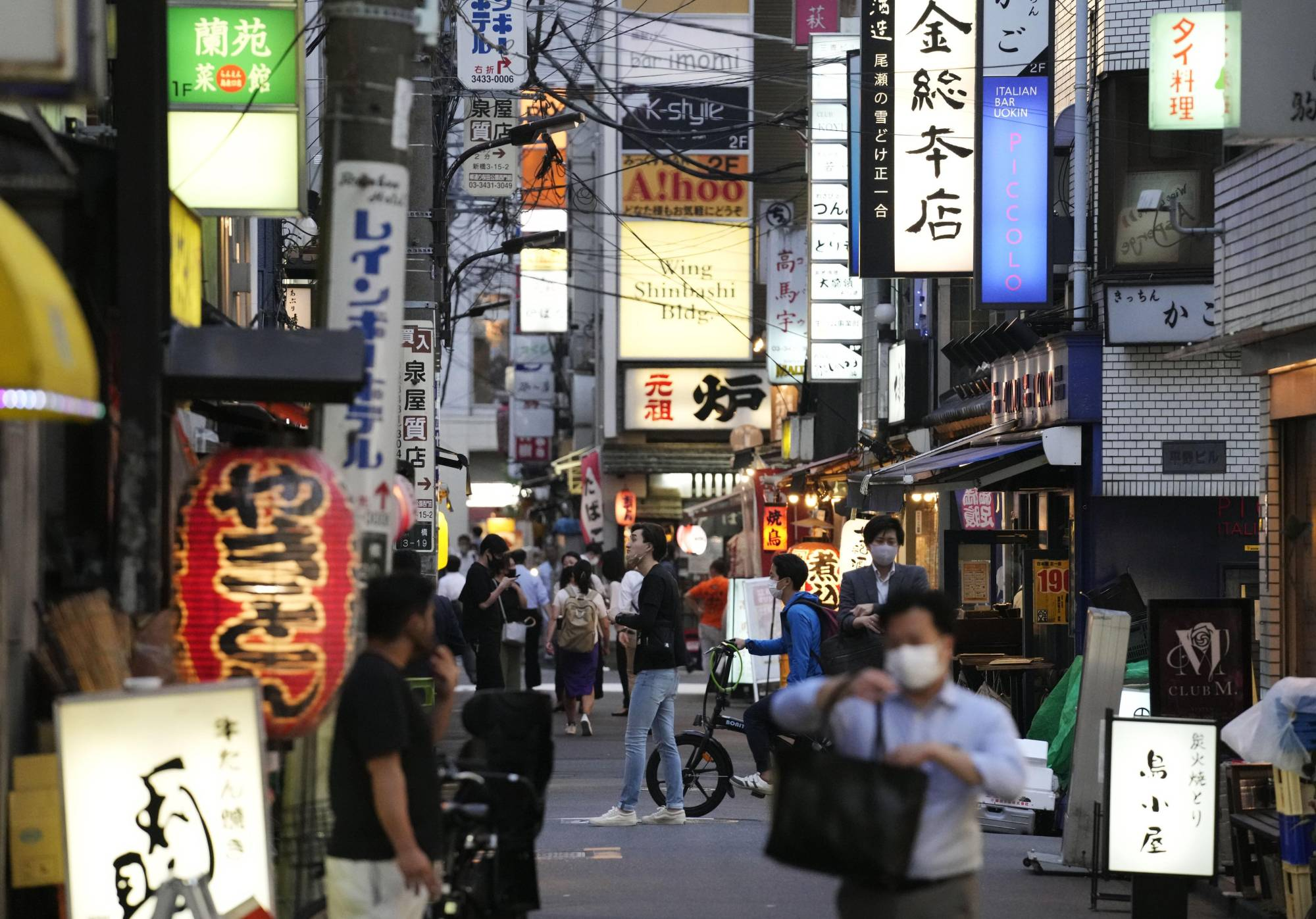 People walk in Tokyo's Shimbashi district on June 21 after a state of emergency was lifted in the capital.   KYODO