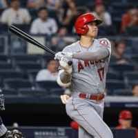 Shohei Ohtani stretches home run lead with 27th and 28th against Yankees
