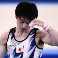 Japan's Kohei Uchimura out of Olympics after horizontal bars flop