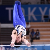 Kohei Uchimura, the all-around 2012 and 2016 Olympic champion, lost his grip during his horizontal bars routine and failed to make next week's final. | AFP-JIJI