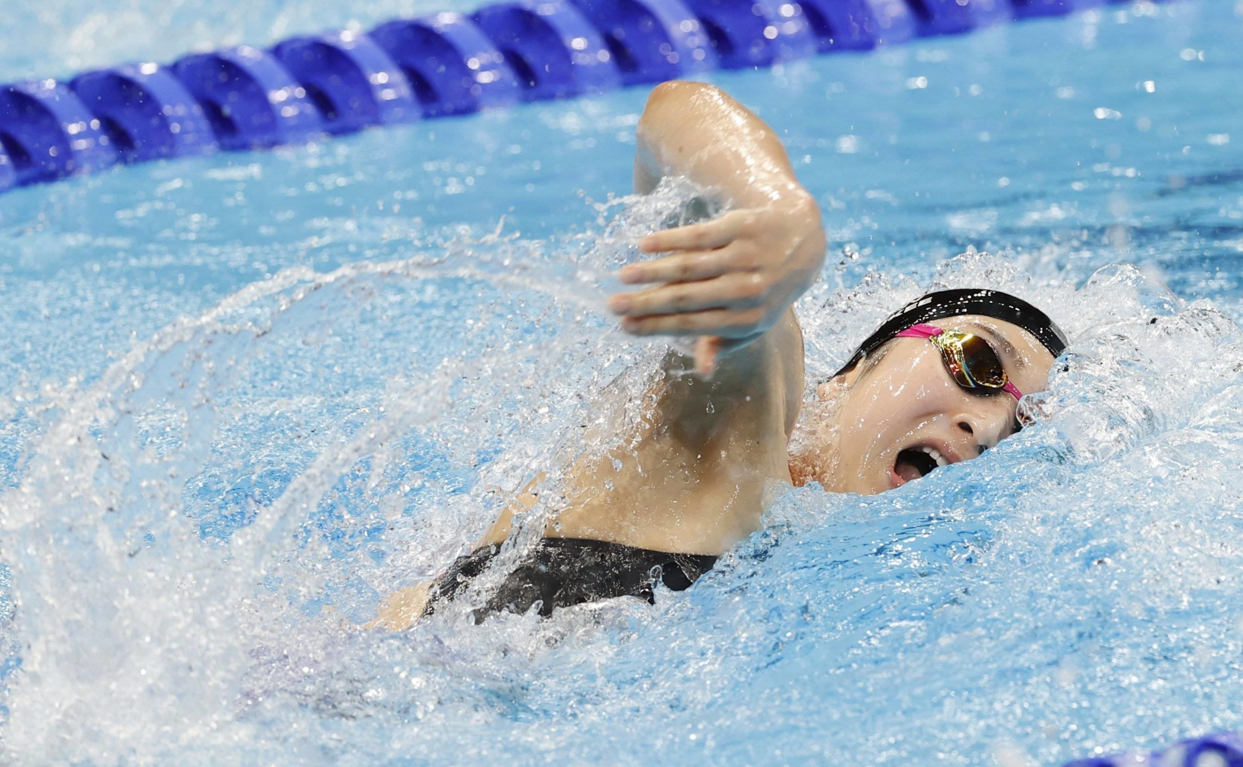 Swimmer Rikako Ikee competes in her 4x100-meter freestyle relay heat at the Tokyo Olympics on Saturday.   KYODO