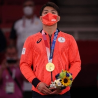 Hifumi Abe during the medal ceremony following his gold-medal victory in the men's under-66 kg judo competition.  | AFP-JIJI