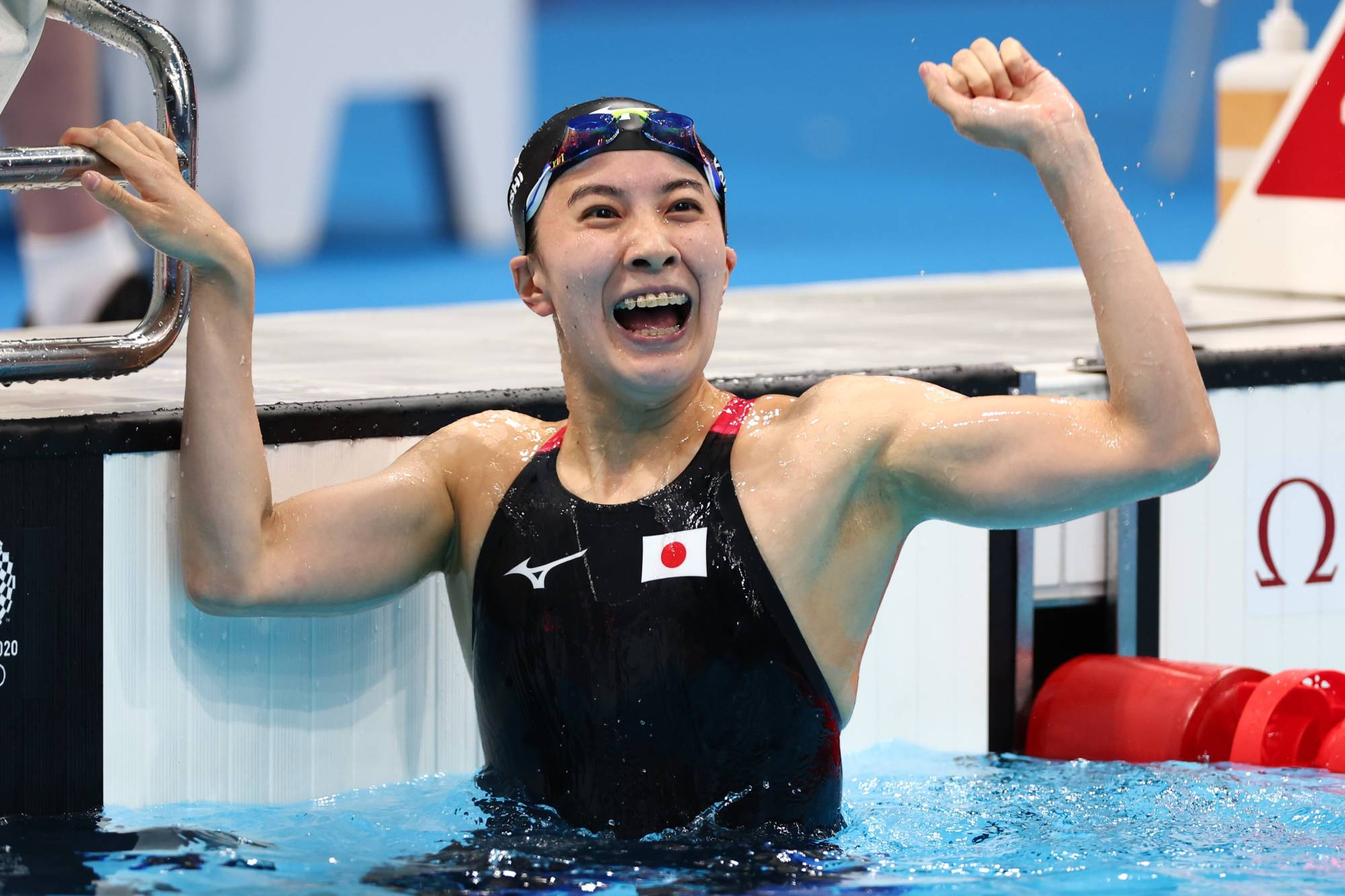 Japan's Yui Ohashi celebrates after winning Olympic gold in the women's 400-meter individual medley. | AFP-JIJI