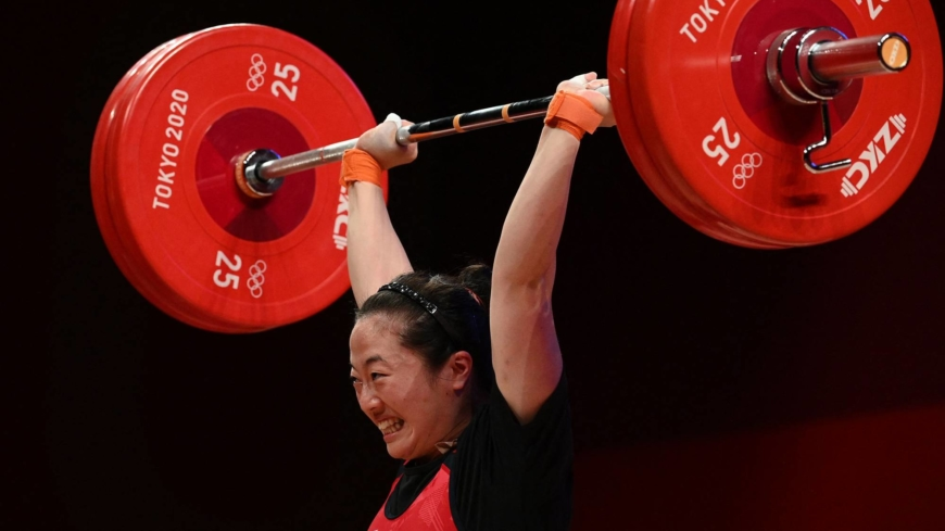 Japan's Mikiko Ando takes bronze in women's weightlifting